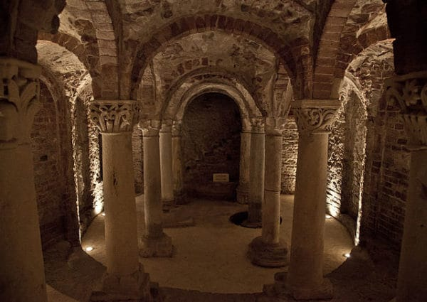 Cosa vedere ad Asti- Cripta di Sant'Anastasio- archeologia- Colonnine- capitelli
