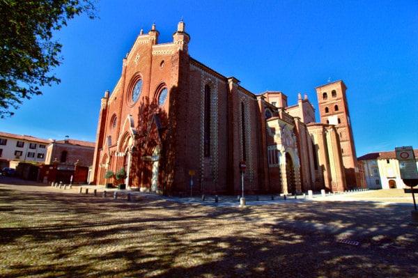 Cosa vedere ad Asti- Cattedrale di Santa Maria Assunta- Duomo di Asti-Rosoni-portali