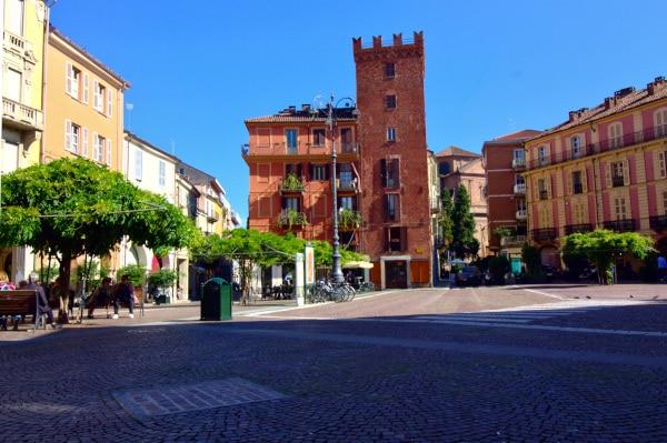 Torre Guttuari-Piazza Statuto- merlature