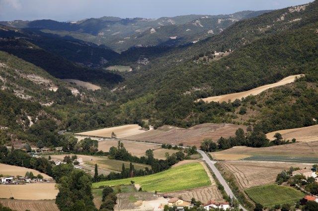 % borghi per un weekend nella natura- Montone-Umbria- Valle del Carpina- campi-colline