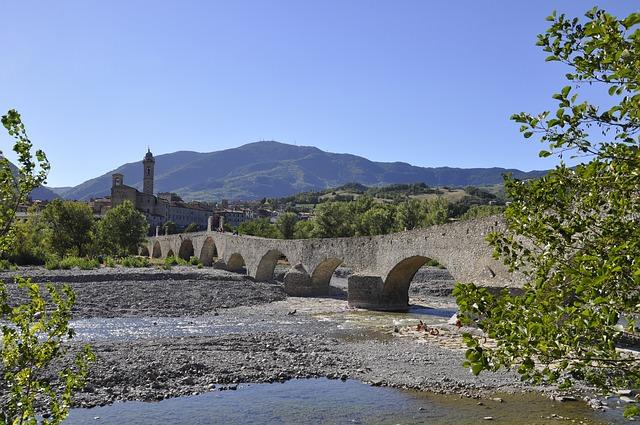% borghi per un weekend nella natura- Bobbio- Ponte gobbo- Ponte del Diavolo -Fiume trebbia