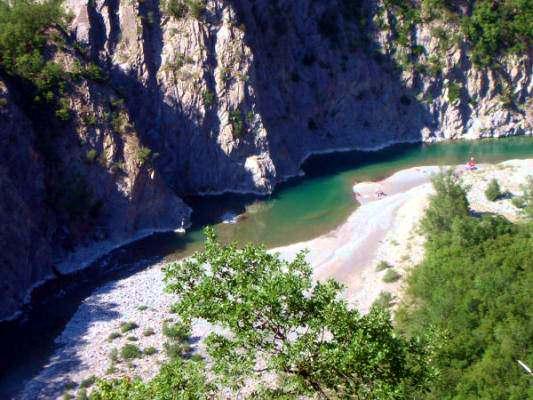 Bobbio- Via dei Mansi- Brugnatello- Fiume Trebbia- Alberi