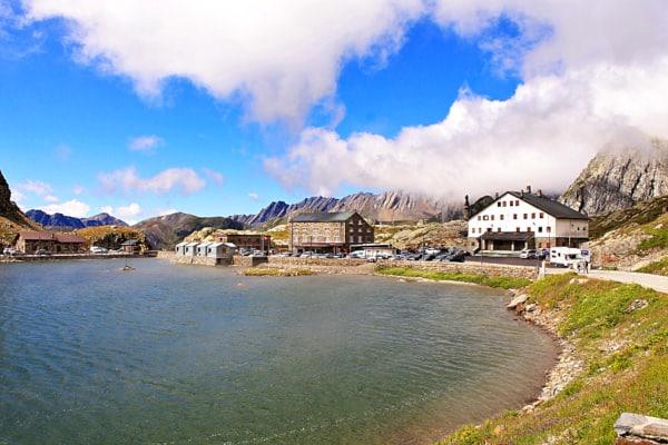 Passo del Gran San Bernardo- Lago- confine italia svizzera- Nuvole