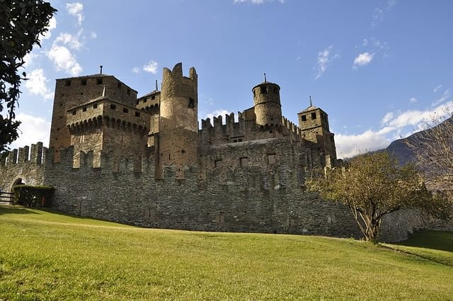 Cosa vedere nei dintorni di Aosta- Castello di Fenis- Mura- Torri- Merlature