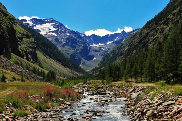 Cosa vedere nei dintorni di Aosta- Parco Nazionale del Gran Paradiso- Lillaz- Vallone di Valeille-torrente- alberi-rocce