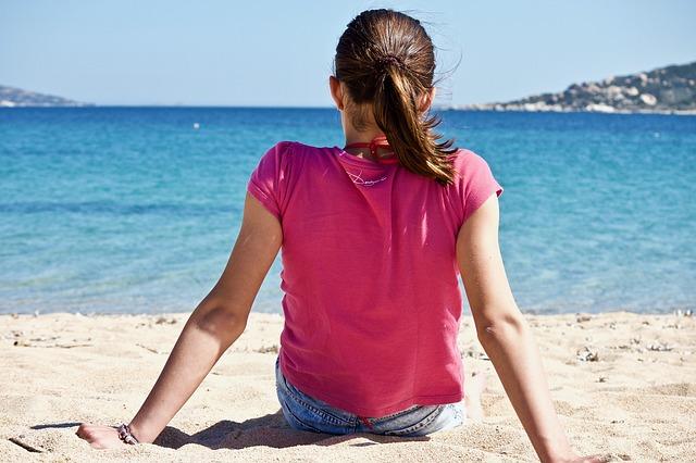 ragazza- spiaggia- mare