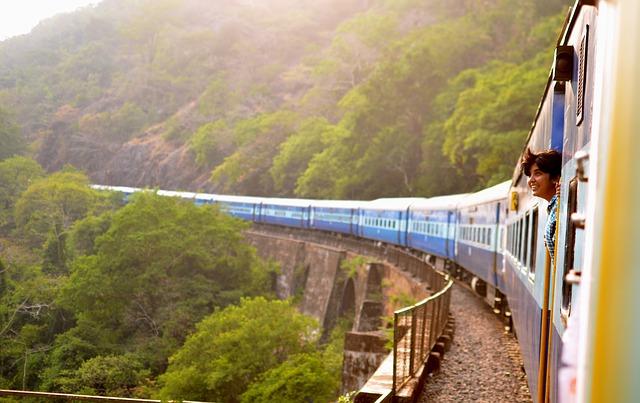 Consigli utili per un viaggio green- Treno- Panorama-bambino
