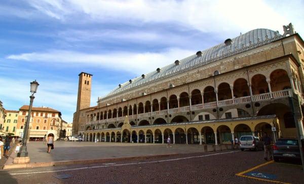 Cosa vedere a Padova- Piazza della Frutta- Palazzo della Ragione
