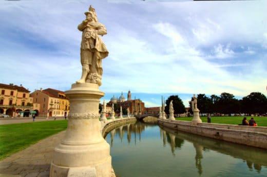 Cosa vedere a Padova- Prato della Valle- Basilica di Santa Giustina- Canale- Statue