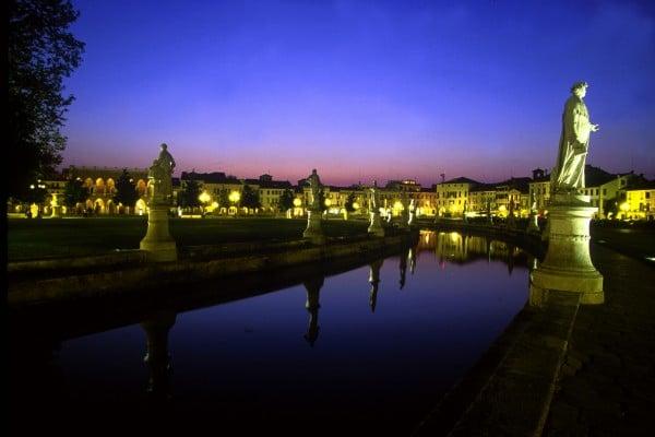 Prato della Valle- Notte- riflessi