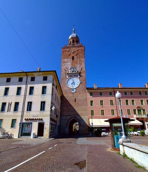 Cosa vedere a Castelfranco Veneto in poche ore- Torre Civica- orologio- Leone di San Marco