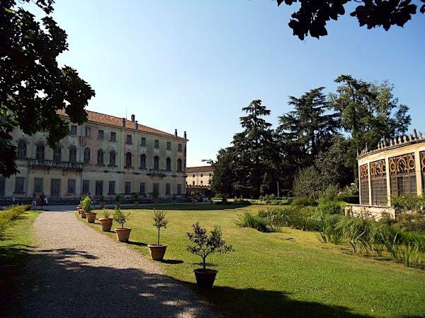 Villa parco reverdin bolasco- Villa reverdin- alberi- serra ispano moresca