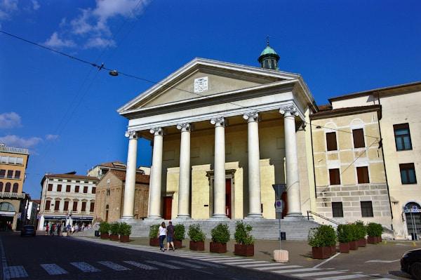 Duomo- neoclassico- colonne- frontone- scalinata