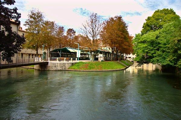 Cosa vedere a Treviso in un giorno- Isola della Pescheria- Cagnan Grande- Canale- alberi-riflessi