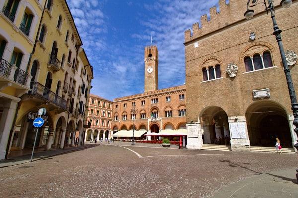 Cosa vedere a Treviso in un giorno- Piazza dei Signori- Palazzo dei Trecento- Palazzo Podestà