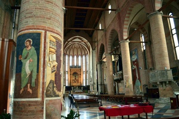Cosa vedere a Treviso in un giorno- Chiesa di San Nicolò- affreschi- coonne- Tommaso da Modena- navata centrale