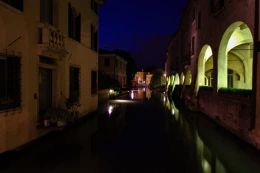 miti e leggende di Treviso- Canale dei Buranelli- notte- luci