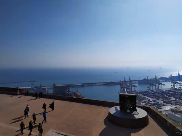 Cosa vedere a Barcellona in un giorno-Montjuïc-Castello-Vista-Mare-Cielo-Azzurro