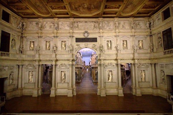 Cosa vedere a Vicenza- Teatro Olimpico- Palco-Statue- scenografia
