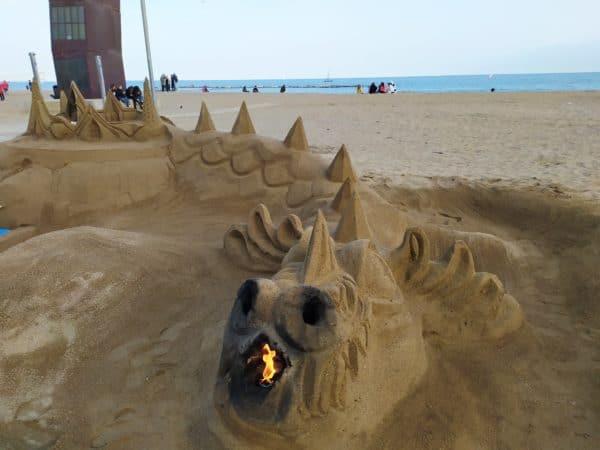 Barceloneta-Spiaggia-Sabbia-Drago-Beige-Mare-Azzurro