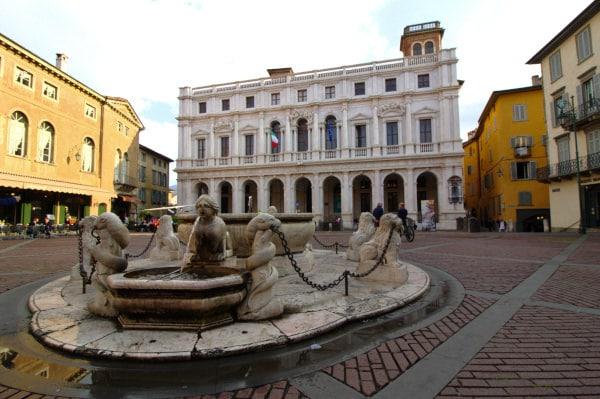 Cosa vedere a Bergamo-Piazza Vecchia-Palazzo Nuovo- Fontana Contarini