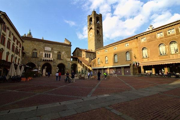 Cosa vedere a Bergamo- Piazza Vecchia- Palazzo della Ragione-Campanone-Palazzo del podestà-fontana contarini