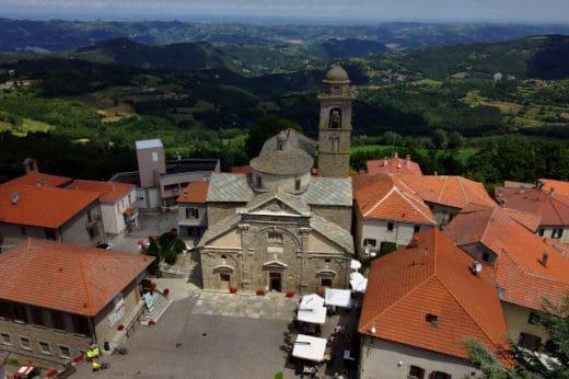 Cosa vedere a Roccaverano- Panorama-torre del Castello- Chiesa di Santa Maria Assunta-Piazza Barbero