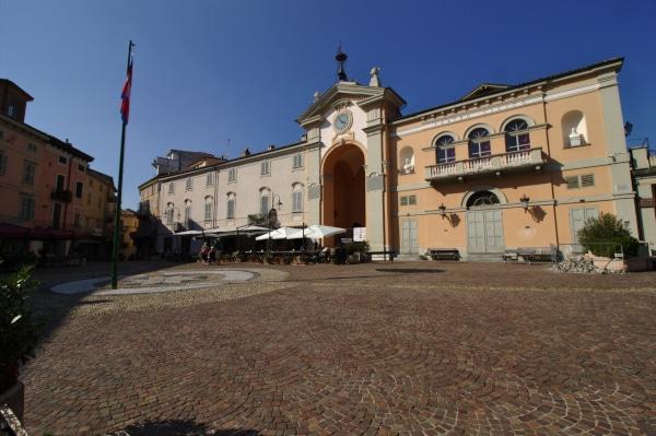 Cosa vedere a Moncalvo-Piazza Garibaldi-Teatro Civico-Bandiera