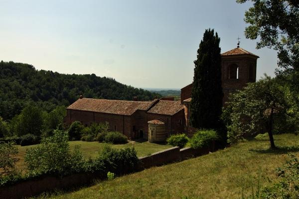 Abbazia di Vezzolano-retro-alberi-campanile-abside
