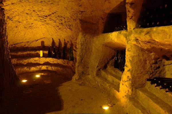 Cosa sono e dove vedere gli infernot- Infernot Belvedere-Vignale Monferrato-nicchie-bottiglie-basso monferrato