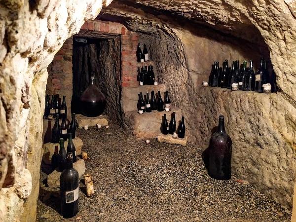 Cosa sono e dove trovare gli infernot-Infernot Zavattaro-Basso Monferrato-bottiglie-nicchie