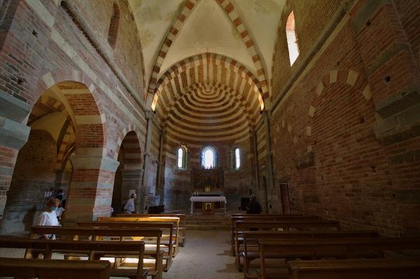 Visita all'Abbazia di Vezzolano-navata centrale-abside-decorazioni