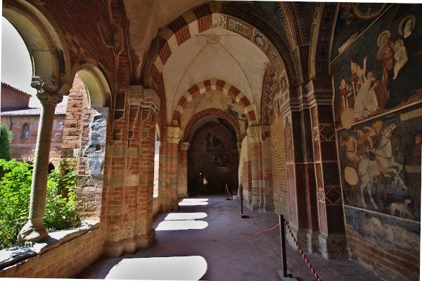 Visita all'Abbazia di Vezzolano-Portico-affreschi-campate